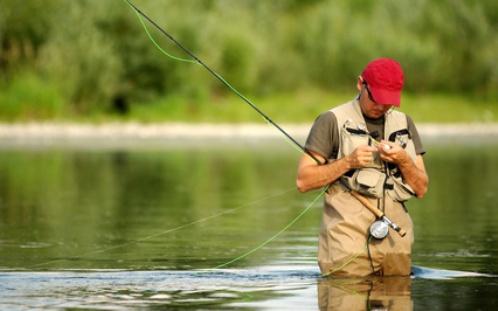 способы ловли рыбы с лодки на течении