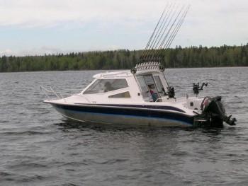 Лодка или катер для троллинга