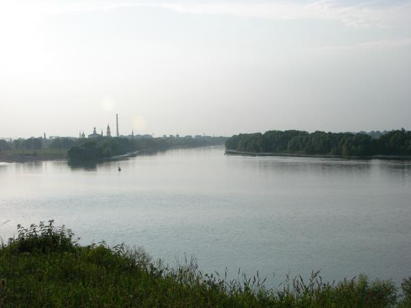 Донка в реке и устье канала