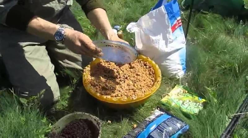 Прикормки и ароматические добавки для ловли карпа
