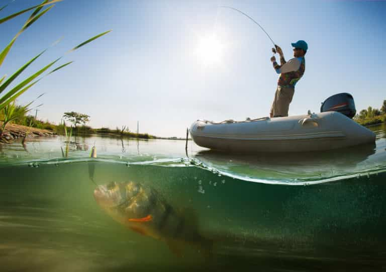 Рыбалка с лодки: подстерегающие опасности