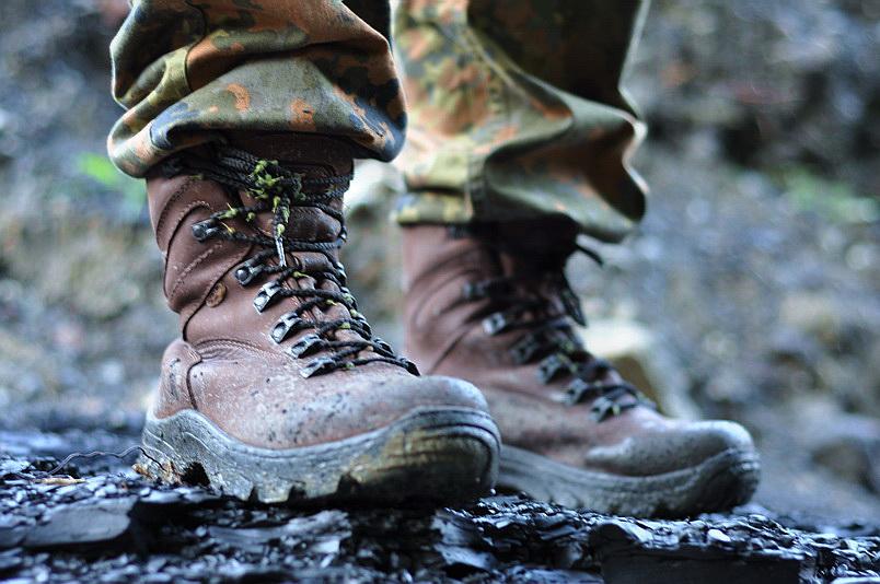 Древний способ пропитки обуви для рыбалки который сделает вашу обувь непромокаемой