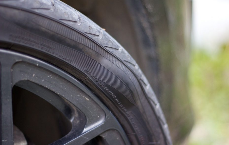 Что делать с грыжей на шине автомобиля?