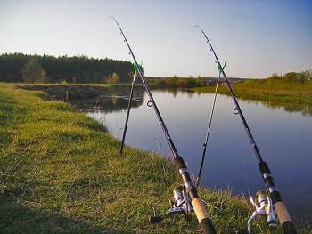 Как оснастить фидерное удилище для ловли на течении?