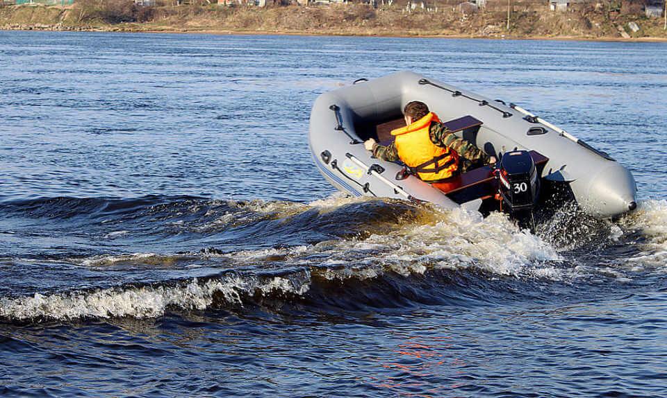 Как выбрать моторную лодку, чтобы она была практичной и надежной?