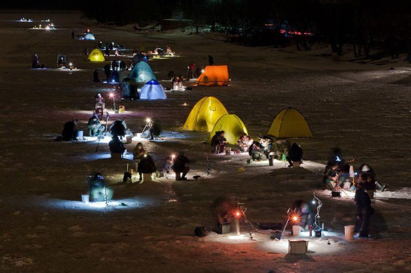 Фонарики на льду. Рыбалка в темное время суток
