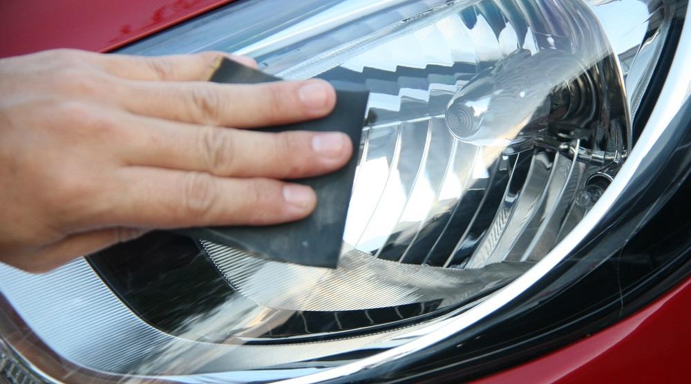 Как сделать полировку фар у автомобиля?