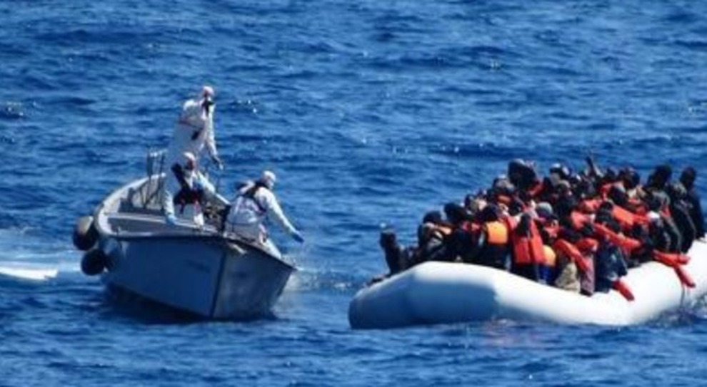 78 мигрантов из Ливии застряли в море. Ни один порт Европы не соглашается их принять.