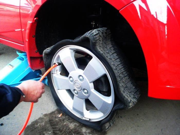 Стоит ли качать шины азотом?