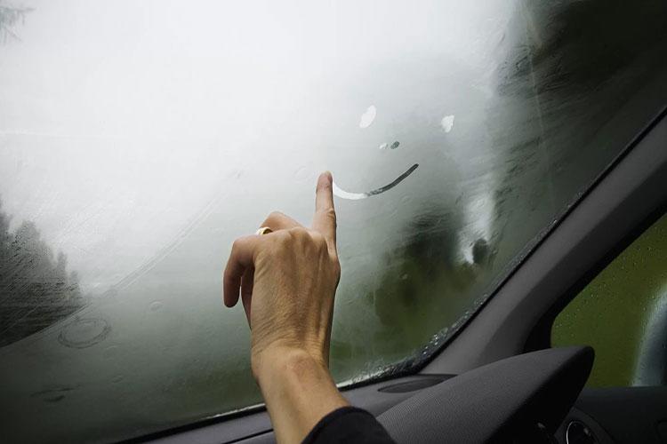 Что делать, если запотевают автомобильные стекла?