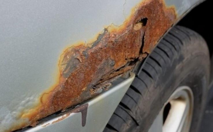На кузове возникли ржавые дыры: как залатать их самостоятельно?