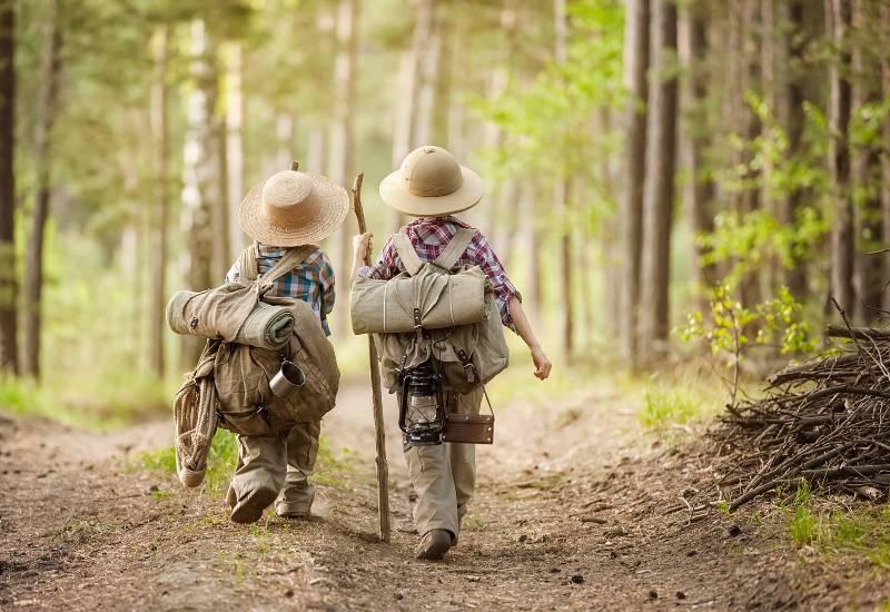 Ребёнок идёт в поход: когда начинать