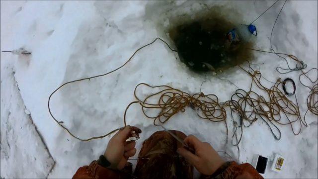 Где зимой нужно ставить тычки или перемет на налима для успешной рыбалки